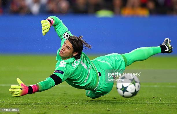 Yann Sommer of Borussia Moenchengladbach concedes his sides first goal during the UEFA Champions League Group C match between FC Barcelona and VfL...