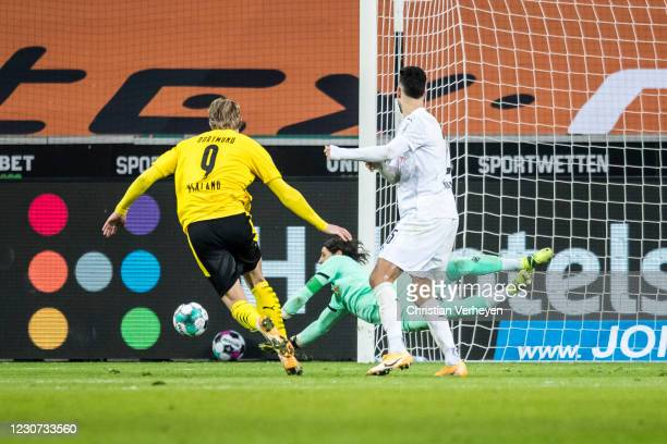 Yann Sommer of Borussia Moenchengladbach in action during the Bundesliga match between Borussia Moenchengladbach and Borussia Dortmund at...
