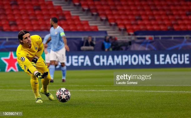 Yann Sommer of Borussia Moenchengladbach in action during the UEFA Champions League Round of 16 match between Borussia Moenchengladbach and...
