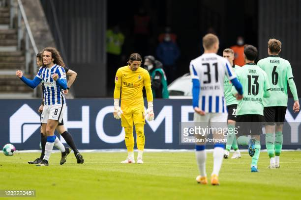 Yann Sommer of Borussia Moenchengladbach reacts after he get the red card by referee Patrick Itrich during the Bundesliga match between Hertha BSC...