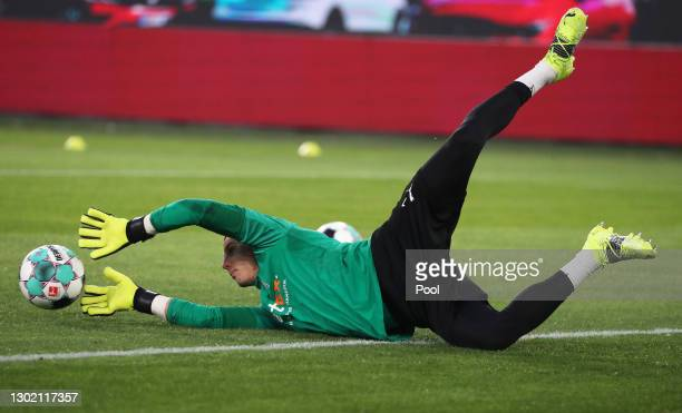 Yann Sommer of Borussia Moenchengladbach warms up prior to the Bundesliga match between VfL Wolfsburg and Borussia Moenchengladbach at Volkswagen...