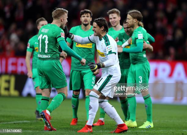 Yann Sommer of Borussia Monchengladbach celebrates with Oscar Wendt of Borussia Monchengladbach following the Bundesliga match between 1 FSV Mainz 05...