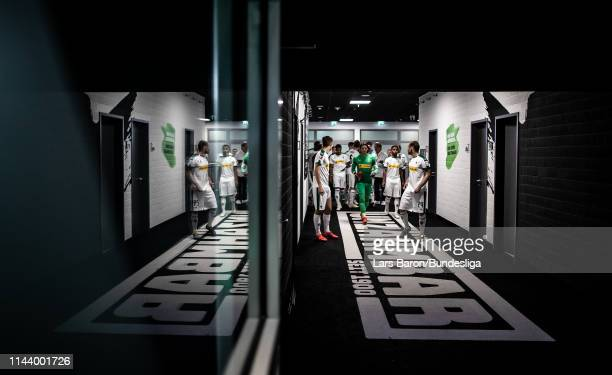 Yann Sommer of Moenchengladbach is seen with team mates during the Bundesliga match between Borussia Mönchengladbach and RB Leipzig at BorussiaPark...