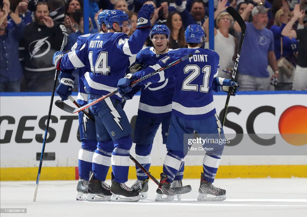 Columbus Blue Jackes v Tampa Bay Lightning - Game One : Nachrichtenfoto