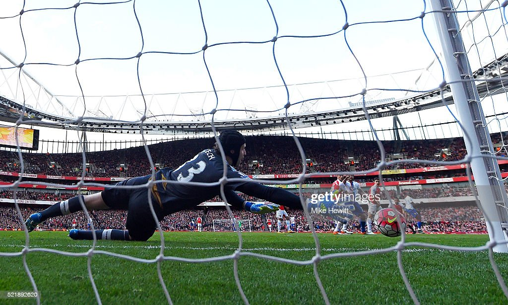 Yannick Bolasie of Crystal Palace scores his team's first goal of the game during the Barclays Premier League match between Arsenal and Crystal Palace at the Emirates Stadium on April 17, 2016 in London, England.