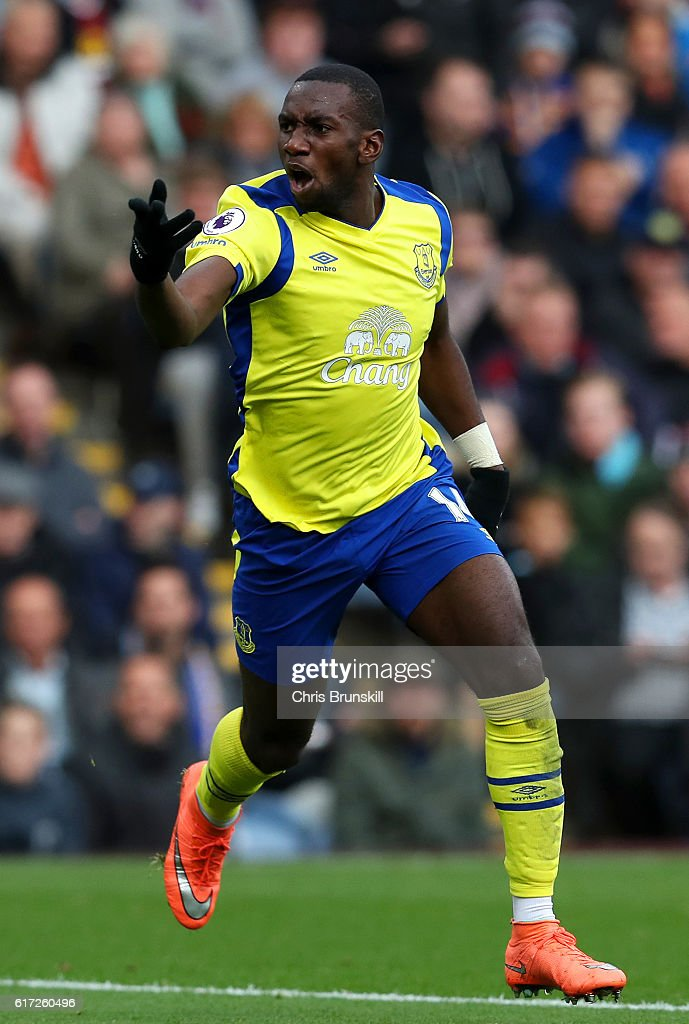 Yannick Bolasie of Everton celebrates scoring his sides first goal during the Premier League match between Burnley and Everton at Turf Moor on October 22, 2016 in Burnley, England.
