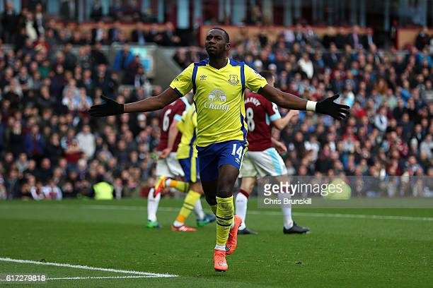 Yannick Bolasie of Everton celebrates scoring the equaliser during the Barclays Premier League match between Burnley and Everton on October 22 2016...