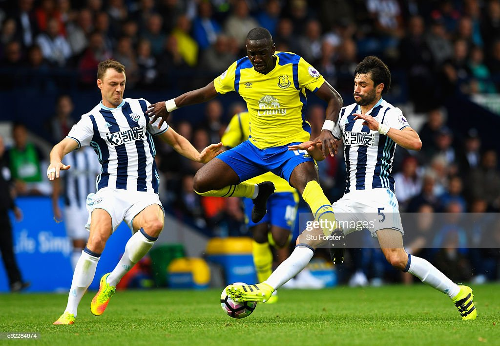 Yannick Bolasie of Everton, Jonny Evans of West Bromwich Albion and Claudio Yacob of West Bromwich Albion battle for possession during the Premier League match between West Bromwich Albion and Everton at The Hawthorns on August 20, 2016 in West Bromwich, England.