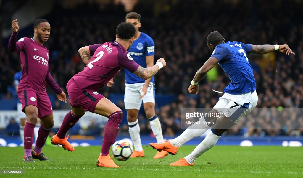 Yannick Bolasie of Everton scores his sides first goal during the Premier League match between Everton and Manchester City at Goodison Park on March 31, 2018 in Liverpool, England.
