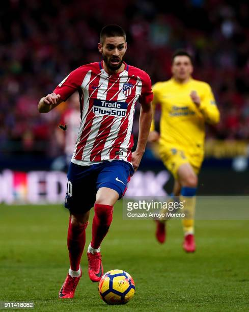 Yannick Carrasco of Atletico de Madrid controls the ball during the La Liga match between Club Atletico Madrid and UD Las Palmas at Estadio Wanda...