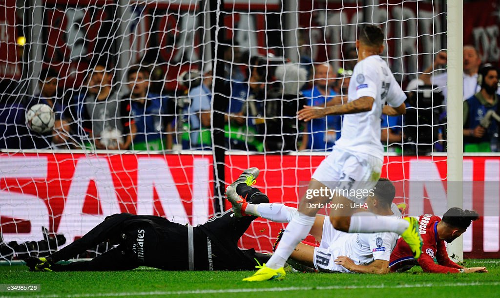 Yannick Carrasco of Atletico Madrid scores his team's first goal during the UEFA Champions League Final between Real Madrid and Club Atletico de Madrid at Stadio Giuseppe Meazza on May 28, 2016 in Milan, Italy..