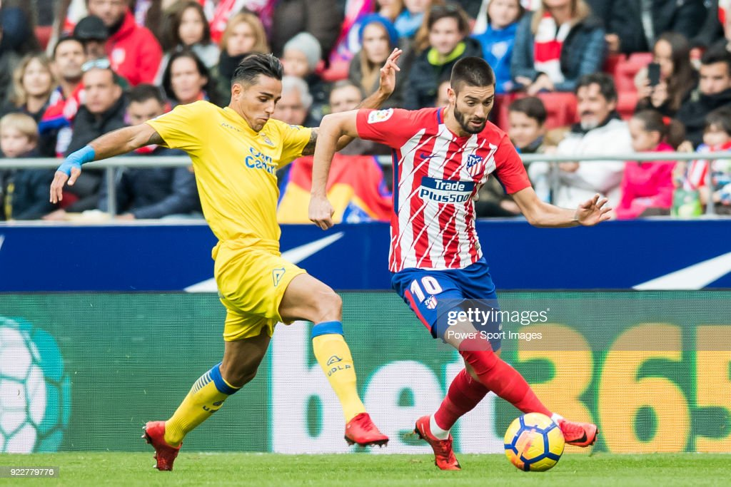Yannick Ferreira Carrasco (R) of Atletico de Madrid competes for the ball with David Simon of UD Las Palmas during the La Liga 2017-18 match between Atletico de Madrid and UD Las Palmas at Wanda Metropolitano on January 28 2018 in Madrid, Spain.