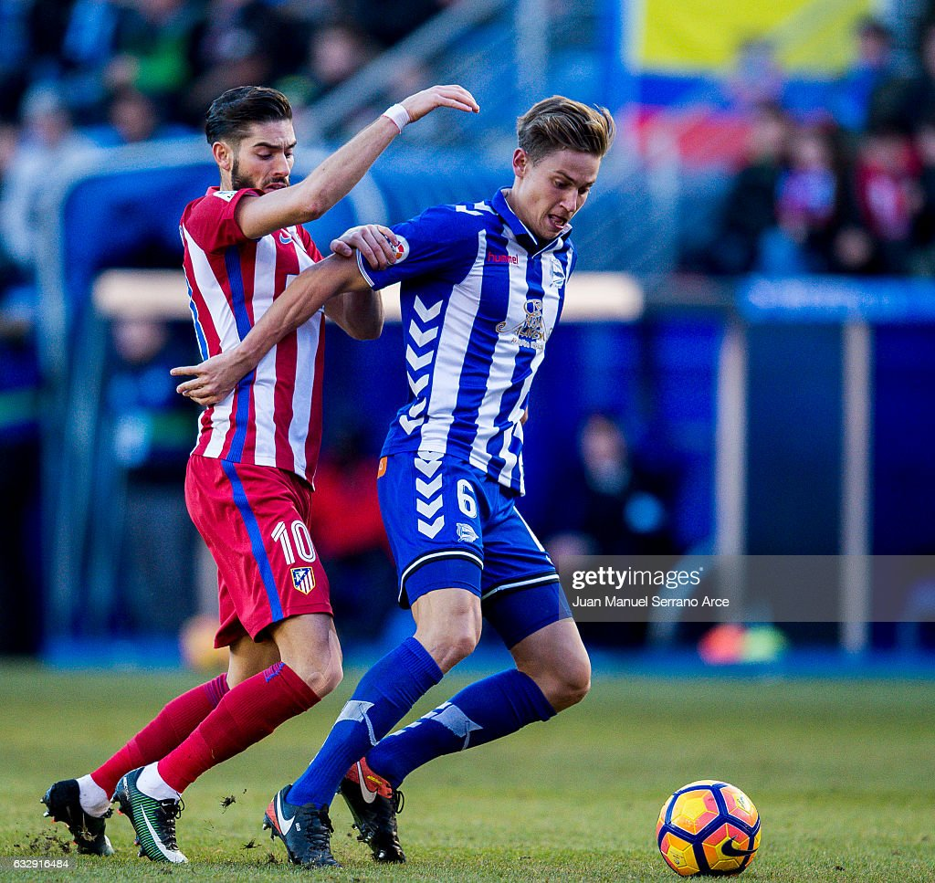 Yannick Ferreira-Carrasco of Atletico Madrid duels for the ball with Marcos Llorente of Deportivo Alaves during the La Liga match between Deportivo Alaves and Atletico Madrid at Mendizorroza stadium on January 28, 2017 in Vitoria-Gasteiz, Spain.