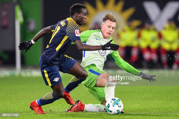 Yannick Gerhardt of VfL Wolfsburg and Bruma of RB Leipzig battle for the ball during the Bundesliga match between VfL Wolfsburg and RB Leipzig at...
