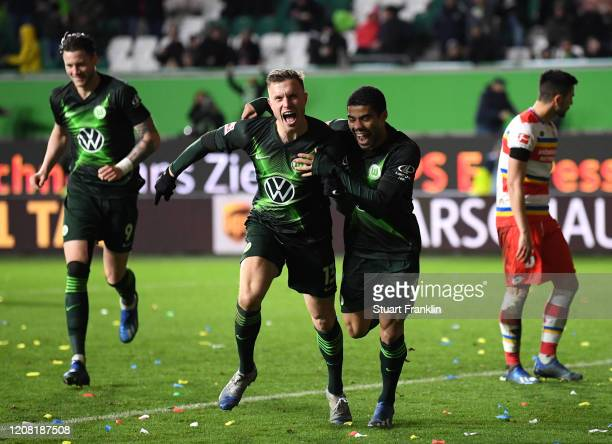 Yannick Gerhardt of VfL Wolfsburg celebrates after scoring his team's third goal during the Bundesliga match between VfL Wolfsburg and 1 FSV Mainz 05...
