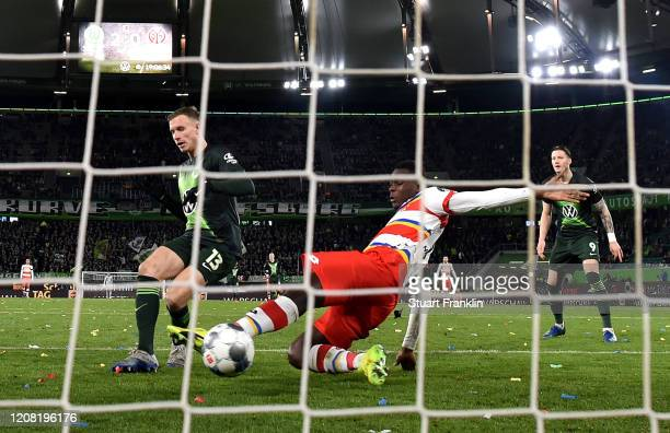 Yannick Gerhardt of VfL Wolfsburg scores his team's third goal during the Bundesliga match between VfL Wolfsburg and 1. FSV Mainz 05 at Volkswagen...