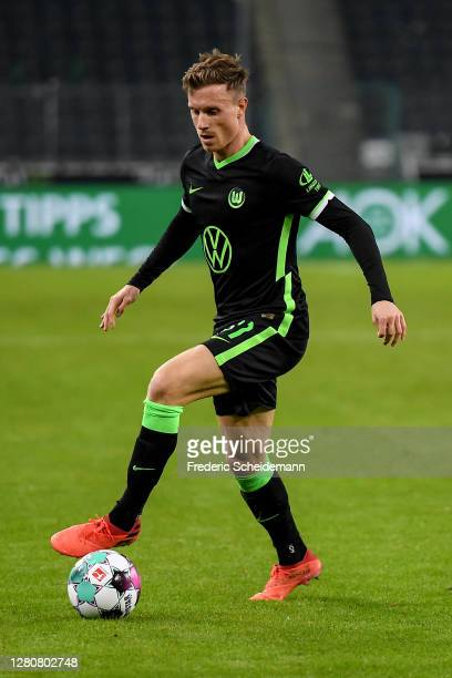 Yannick Gerhardt of Wolfsburg controls the ball during the Bundesliga match between Borussia Moenchengladbach and VfL Wolfsburg at Borussia-Park on...
