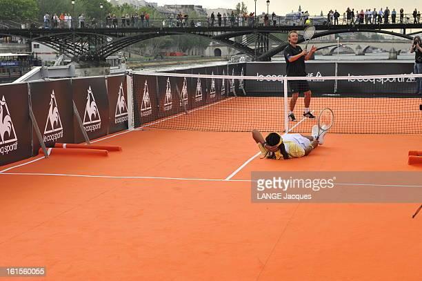 Yannick Noah And Mats Wilander Replay Rolandgarros 1983 Paris 23 mai 2008 Les tennismen Yannick NOAH et Mats WILANDER rejouent sur un court de tennis...
