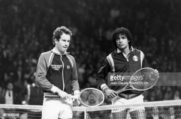 Yannick Noah et John McEnroe lors de la Coupe Davis à Grenoble le 26 novembre 1982 France