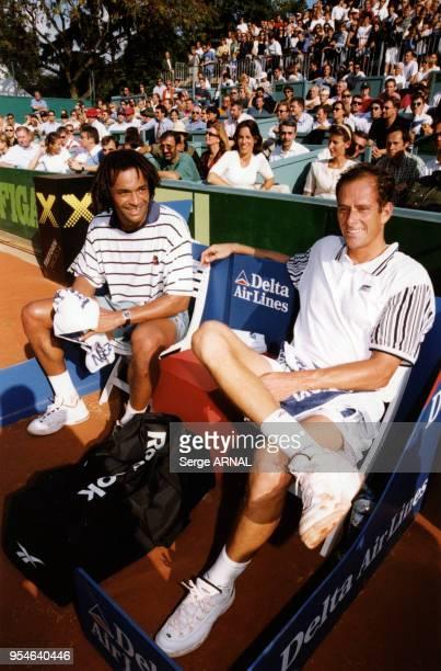 Yannick Noah et son ami Guy Forget en septembre 1998 à Saint Tropez France