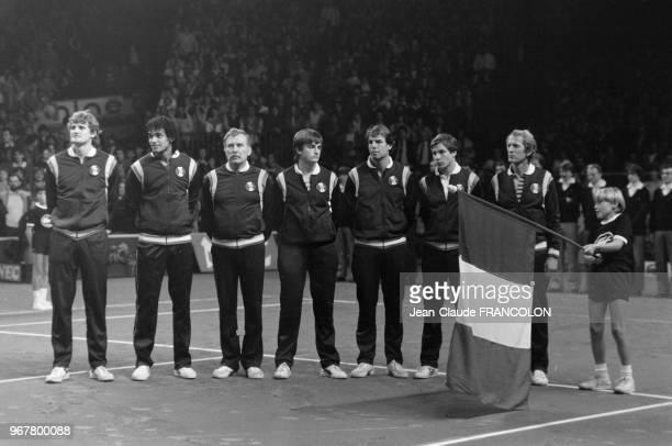 Yannick Noah Thierry Tulasne Henri Leconte Gilles Moretton perdent la finale de la Coupe Davis à Grenoble le 28 novembre 1982 France