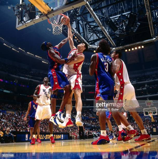Yao Ming of the Western Conference AllStars dunks against Jermaine O'Neal of the Eastern Conference AllStars during the 2004 AllStar Game on February...