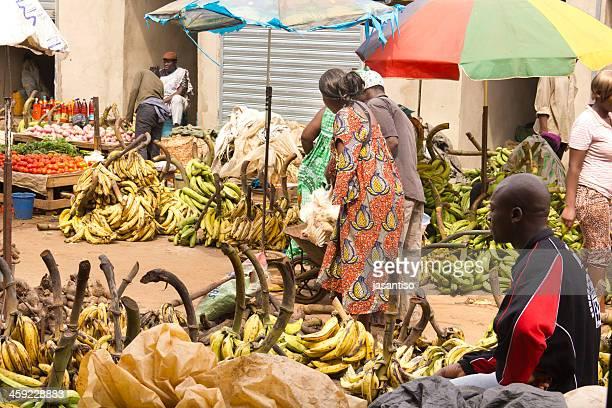 marché de yaoundé - cameroun photos et images de collection