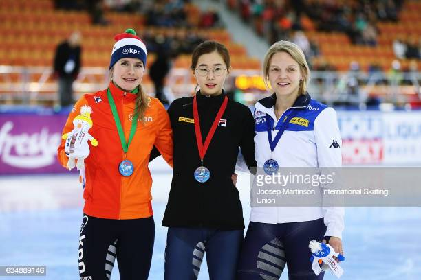 Yara van Kerkhof of Netherlands Ye Jin Kim of Korea and Arianna Fontana of Italy pose in the Ladies 500m medal ceremony during day two of the ISU...