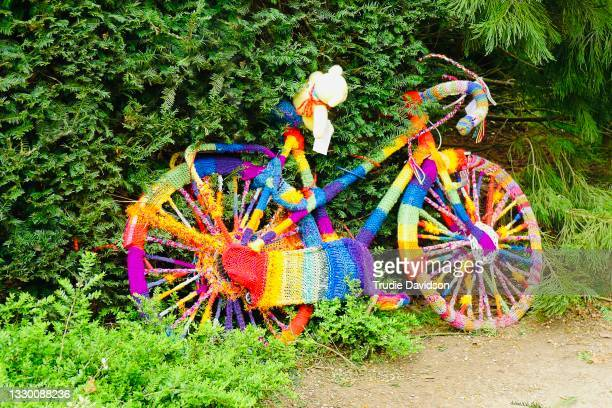 yarn bombed - bizarre stock pictures, royalty-free photos & images