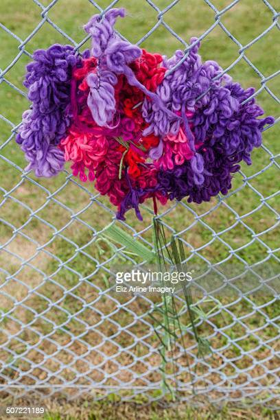 yarn bombing - yarn bombing stock photos and pictures