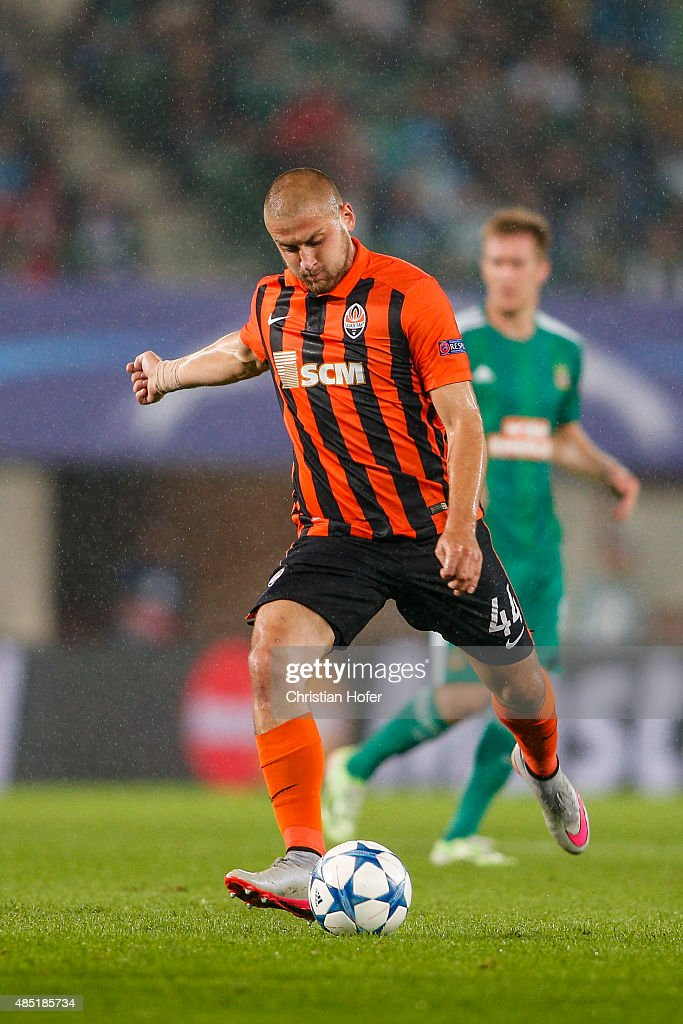 Yaroslav Rakitskiy of Donetsk controls the ball during the UEFA Champions League: Qualifying Round Play Off First Leg match between SK Rapid Vienna and FC Shakhtar Donetsk on August 19, 2015 in Vienna, Austria.