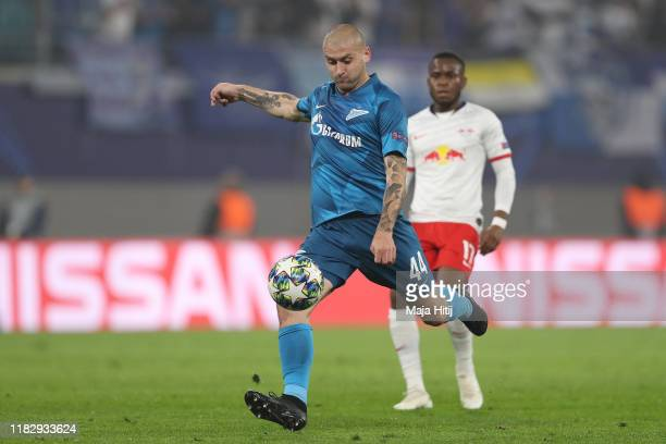 Yaroslav Rakits'kyy of Zenit St. Petersburg scores his team's first goal during the UEFA Champions League group G match between RB Leipzig and Zenit...