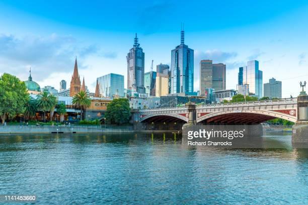yarra river and princes bridge, melbourne, australia - ヤラ川 ストックフォトと画像