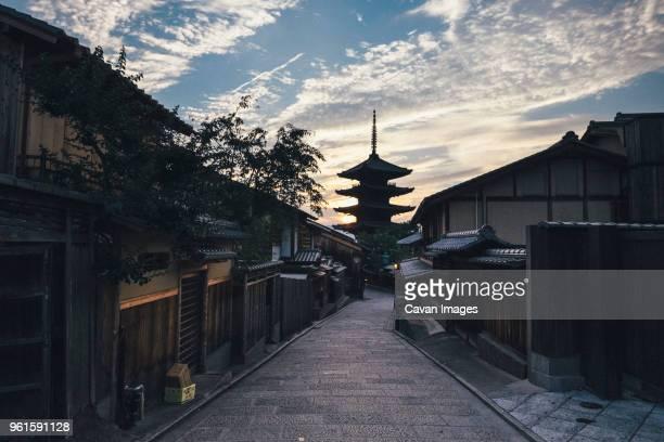yasaka pagoda against cloudy sky - 京都市 ストックフォトと画像