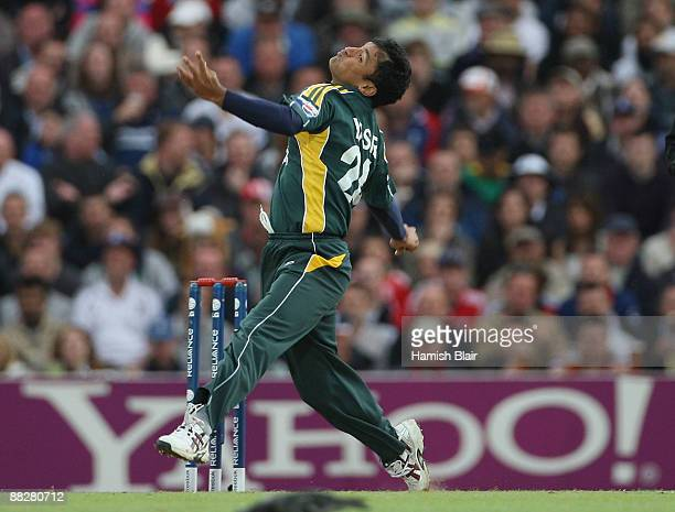 Yasir Arafat of Pakistan in action during the ICC Twenty20 World Cup match between England and Pakistan at The Brit Oval on June 7, 2009 in London,...
