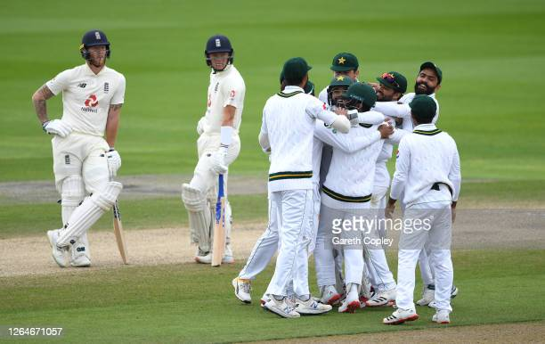 Yasir Shah of Pakistan celebrates with teammates after the successful review to dismiss Ben Stokes of England during Day Four of the 1st #RaiseTheBat...