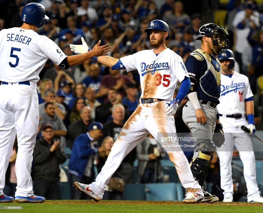 Milwaukee Brewers v Los Angeles Dodgers : Nachrichtenfoto
