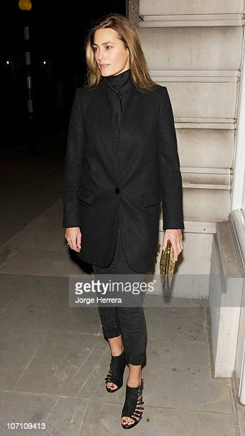 Yasmin Le Bon arrives at the Jonathan Wilder Gallery for the unveiling of a statue of herself created by Jonathan Wylder on November 24, 2010 in...