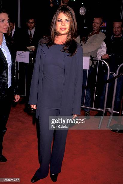 Yasmine Bleeth at the Premiere of 'Jerry Maguire' Mann Village Theatre Westwood