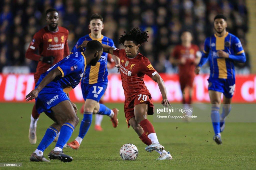 Shrewsbury Town v Liverpool FC - FA Cup Fourth Round : Nachrichtenfoto