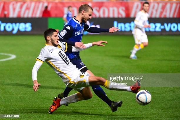 Yassine BENZIA / Stephane DARBION Troyes / Lille 14eme journee de Ligue 1 Photo Dave Winter / Icon Sport