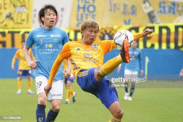 Yasuhiro Hiraoka of Vegalta Sendai takes on Kazuma Watanabe of Yokohama FC during the J.League Meiji Yasuda J1 match between Yokohama FC and Vegalta...