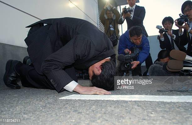Yasuhiro Kanzaka president of barbecue restaurant chain 'Yakinikuzakaya Ebisu' bows to the ground to apologize at the company's headquarters in...