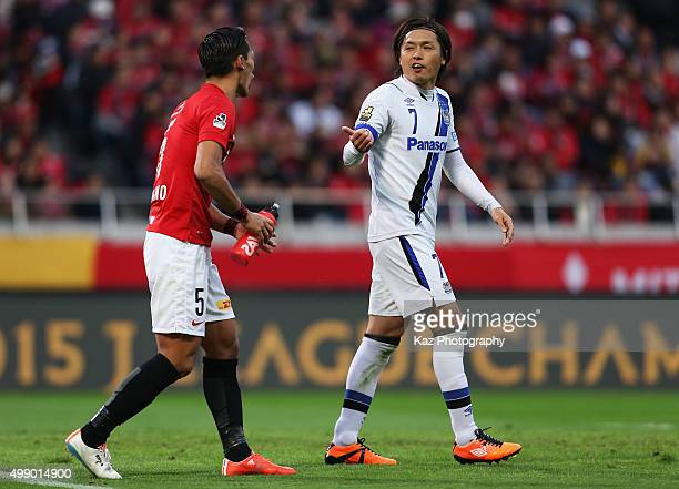 Yasuhito Endo of Gamba Osaka and Tomoaki Makino of Urawa Red Diamonds argue during the JLeague 2015 Championship semi final match between Urawa Red...
