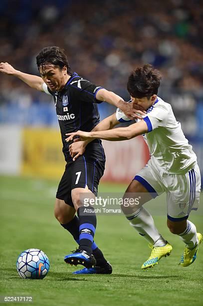Yasuhito Endo of Gamba Osaka controls the ball during the AFC Champions League Group G match between Gamba Osaka and Suwon Samsung Blue Wings at the...