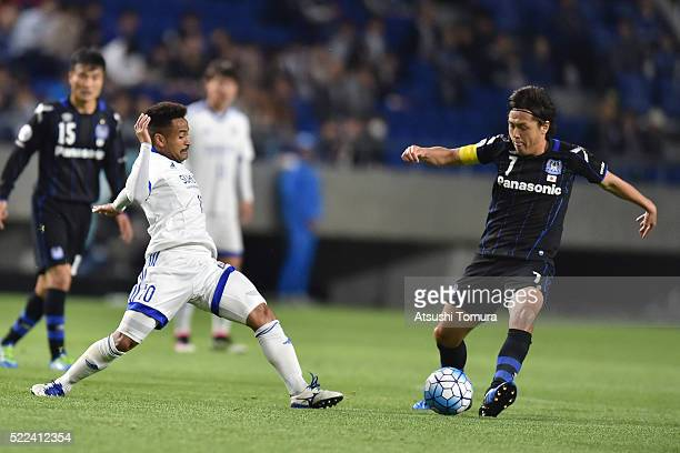 Yasuhito Endo of Gamba Osaka in action during the AFC Champions League Group G match between Gamba Osaka and Suwon Samsung Blue Wings at the Suita...