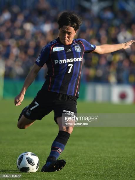 Yasuhito Endo of Gamba Osaka in action during the J.League J1 match between Kashiwa Reysol and Gamba Osaka at Sankyo Frontier Kashiwa Stadium on...