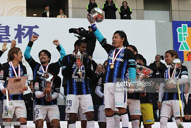 Yasuhito Endo of Gamba Osaka lifts the trophy at the award ceremony after winning the 95th Emperor's Cup final between Urawa Red Diamonds and Gamba...