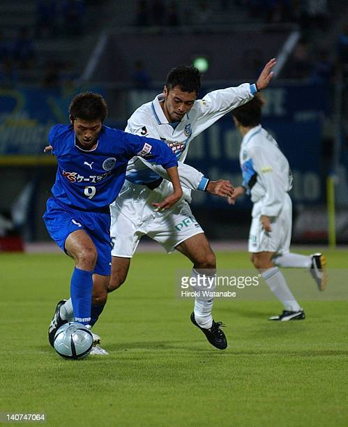 Yasutaka Kobayashi of Mito Hollyhock and Yoshinobu Minowa of Kawasaki Frontale compete for the ball during the JLeague Second Division match between...