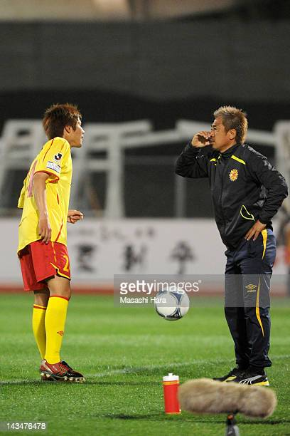Yasutoshi Miuracoach of Giravanz Kitakyushu speaks to Daiki Watari during the JLeague Second Division match between Thespa Kusatsu and Giravanz...